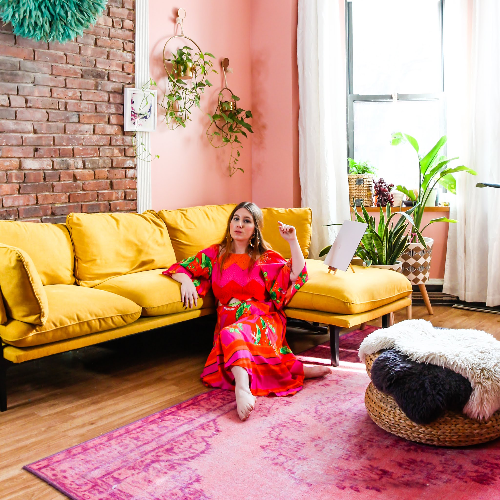 colorful home inspo // easy ways to decorate with color // how to decorate with color // colorful home inspo // pink home decor // yellow sofa inspo // exposed brick inspo // pink living room // colorful homes // pink rug inspo // pink and yellow decor