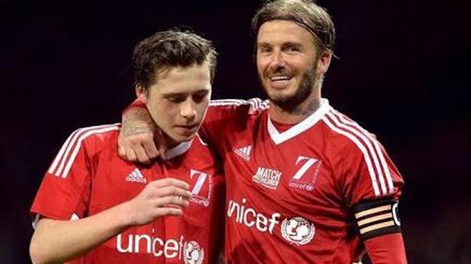 Con trai Beckham gây thất vọng khi chơi bóng cùng bố