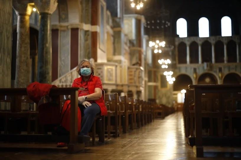 Só um fiel na Catedral de Westminster, Londres