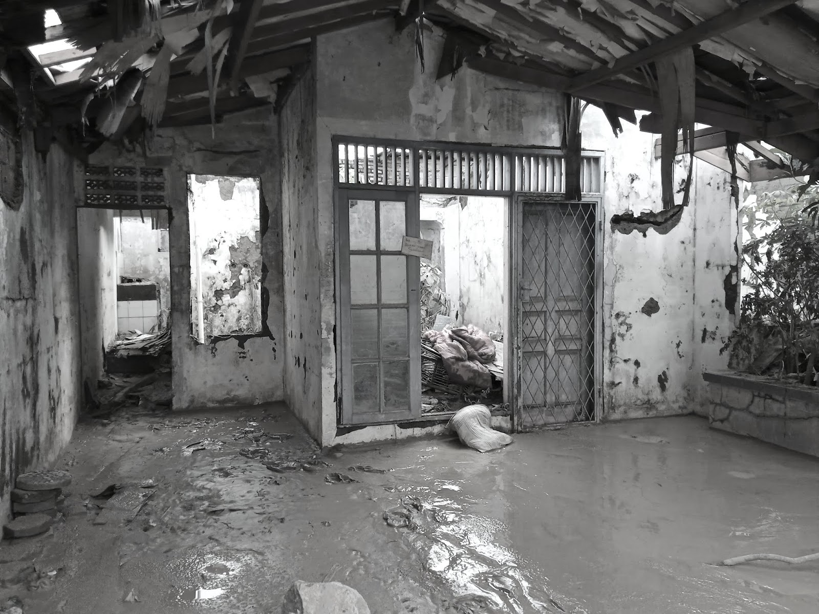 Dua Kisah Pilu di Balik Banjir Bekasi
