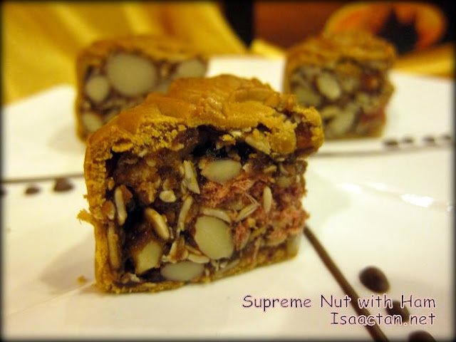 Supreme Nut with Ham Mooncake
