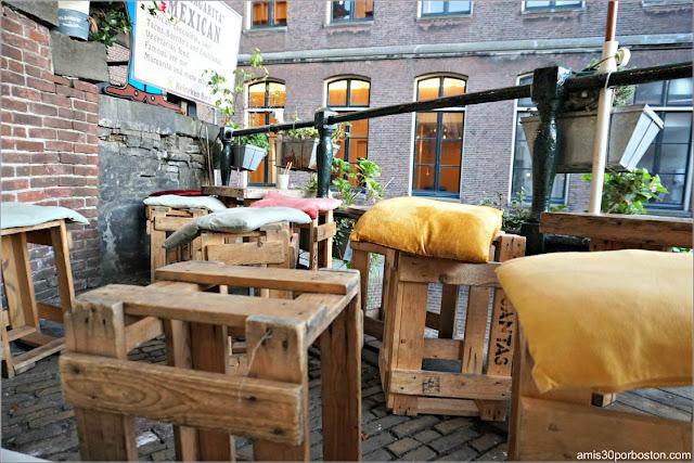 Patio de la Cafetería De Laatste Kruimel en Amsterdam
