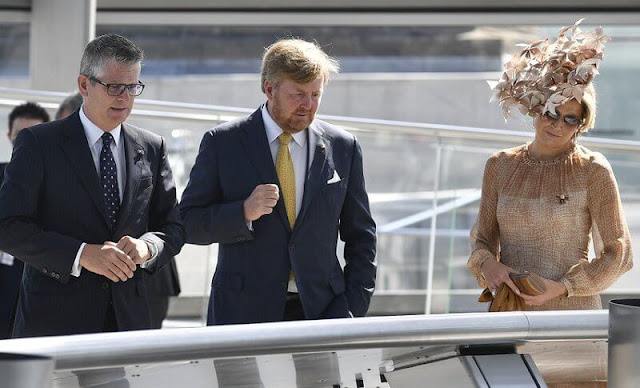 Queen Maxima wore a brown dress from Natan Edouard Vermeulen, and a leaf style hat from Berry Rutjes. Chancellor of Germany Angela Merkel