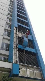 Penyedia jasa kebersihan kaca dan perawatan gedung bertingkat
