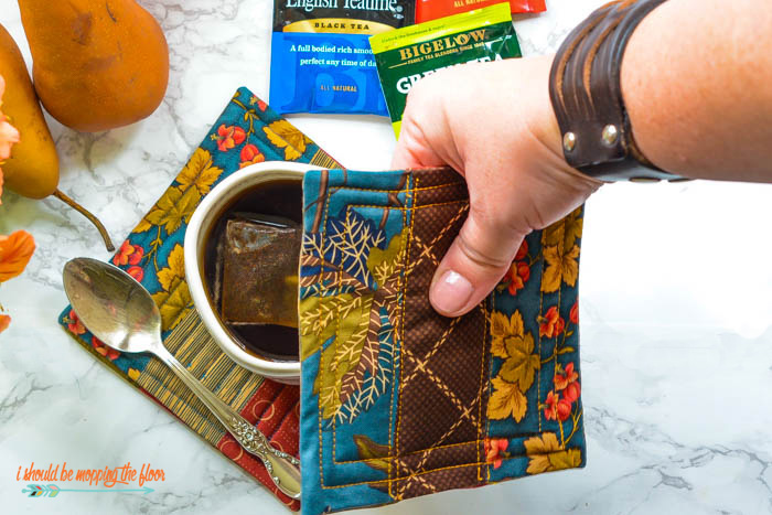 Make these sweet fall Quilted Mug Rugs with this simple, step-by-step, photo tutorial.
