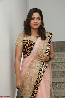 Shilpa Chakravarthy in Lovely Designer Pink Saree with Cat Print Pallu 002.JPG