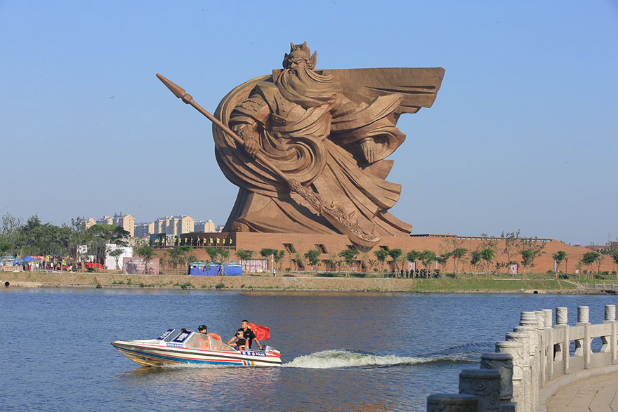 42 Of The Most Beautiful Sculptures In The World - Epic 1,320-ton God Of War Statue In China