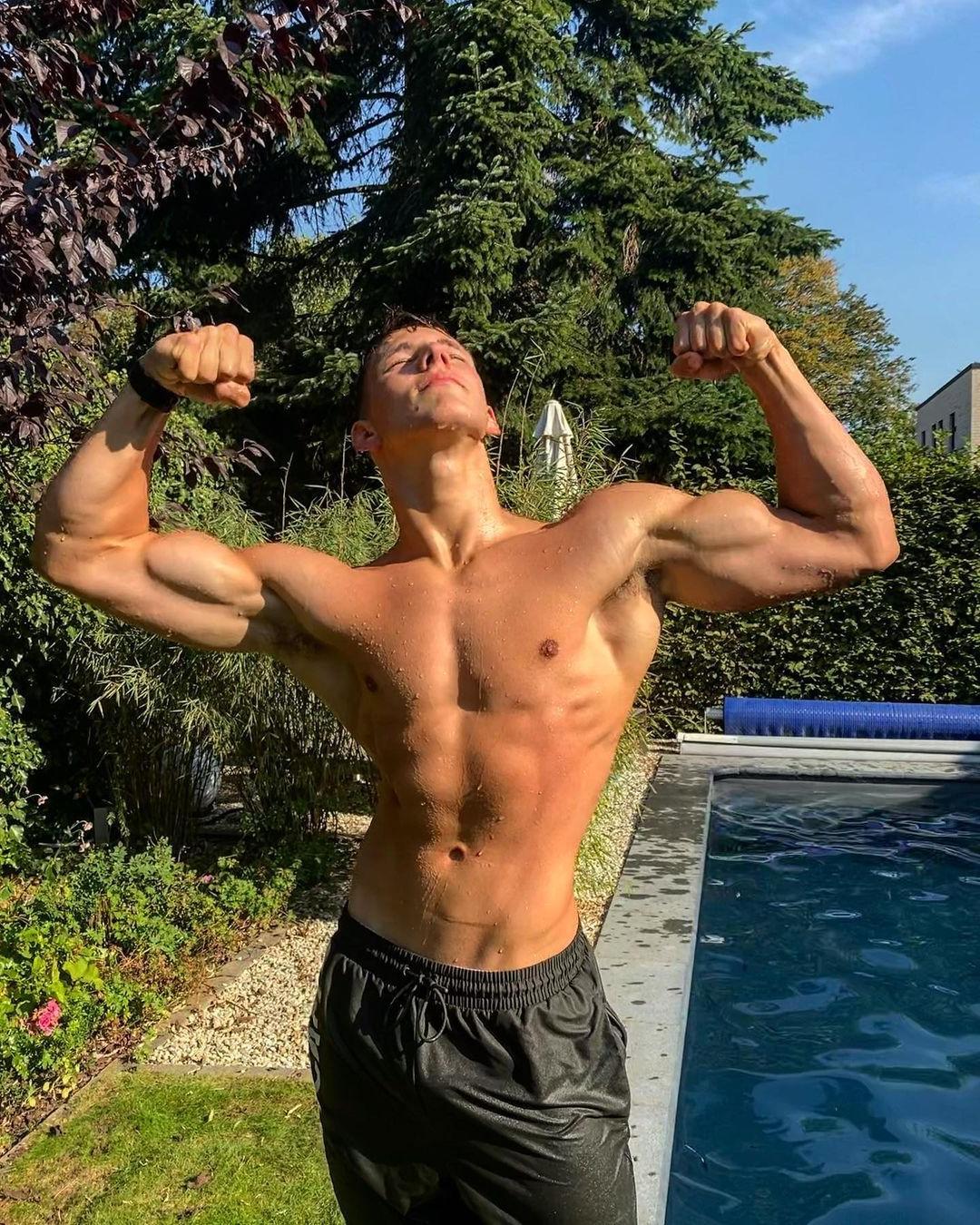 young-wet-shirtless-hunk-huge-biceps-flex-mika-soltau