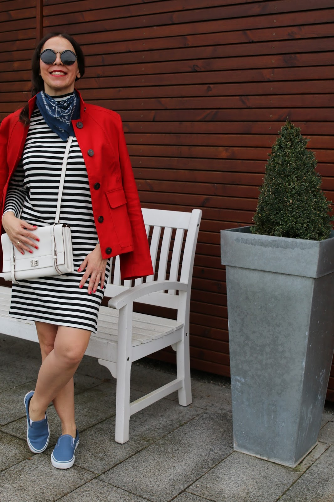 Outfit little Scarf, black and white striped dress, red Jacket, white Prada