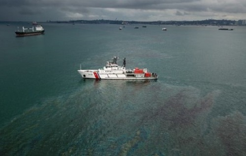 Kapal TSHD King Richard X  Tenggelam, KPLP Kerahkan 4 Armada Oil Boom di Perairan Batu Ampar Batam