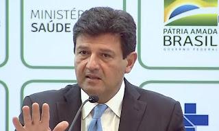 Bolsonaro ameaça, mas desiste de demitir Mandetta nesta segunda-feira