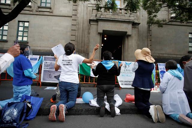 Católicos mexicanos rezam para que não seja aprovado o aborto