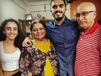 ज़लक देसाई अपने माता पिता और भाई के साथ