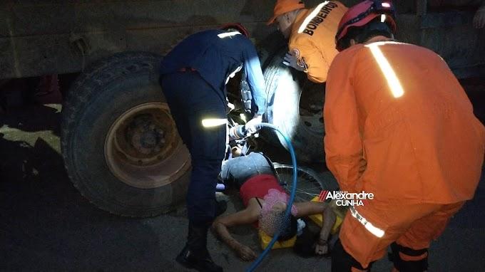 ACIDENTE! Mulher fica presa entre rodas de caminhão no centro de Chapadinha
