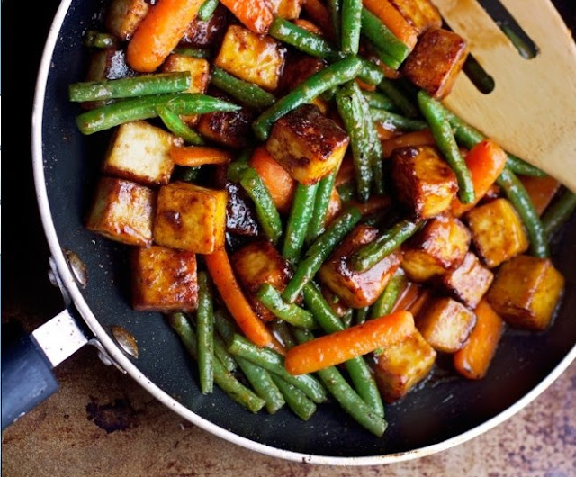 Honey Ginger Tofu and Veggie Stir Fry #vegetarian #tofu