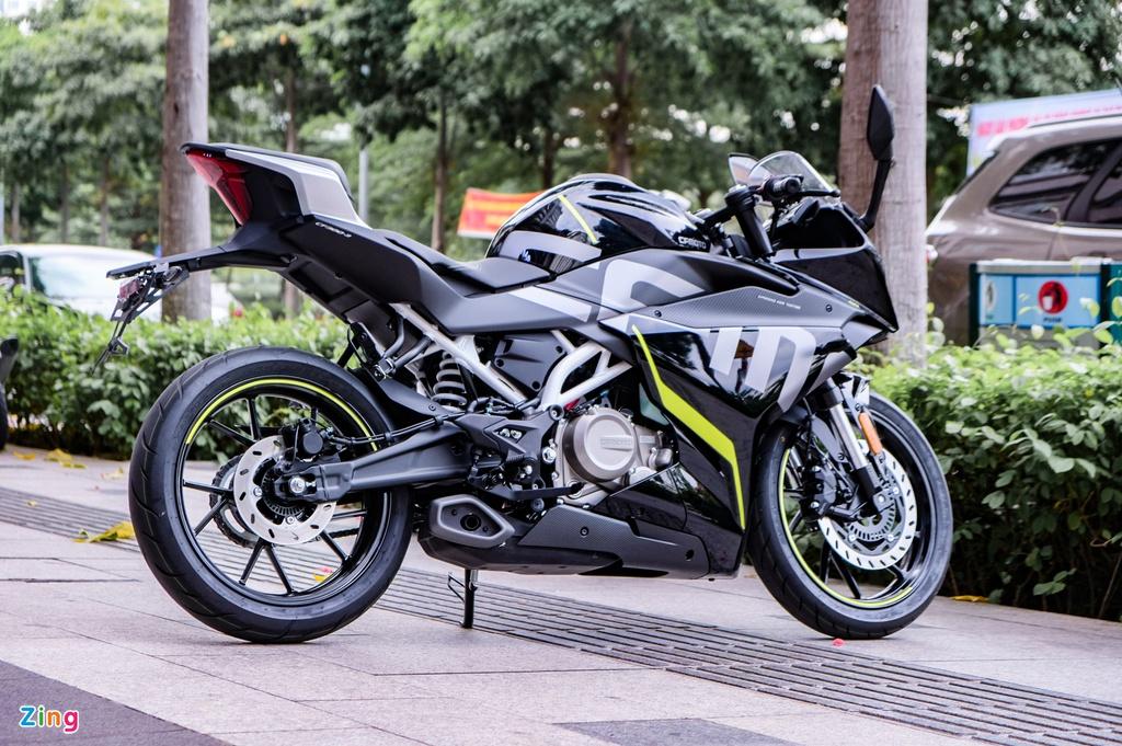 CFMoto 300SR có giá 115 triệu đồng tại VN, đối đầu Yamaha R3