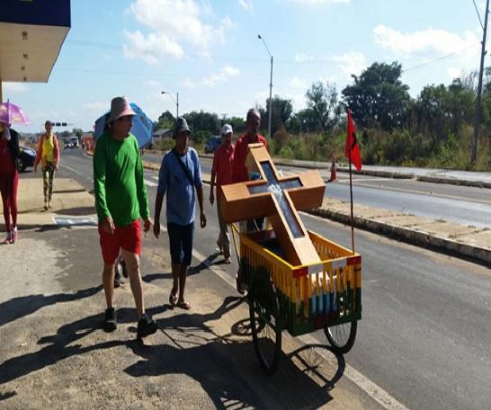 Grupo percorre 180 km a pé para pagar promessa no Piauí