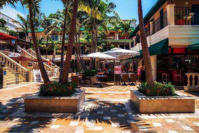 Conheça o shopping Cocowalk Mall em Coconut Grove