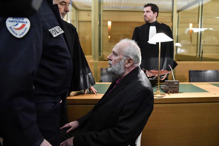 Le procès de l'ex-père Preynat repoussé à mardi à cause de la grève