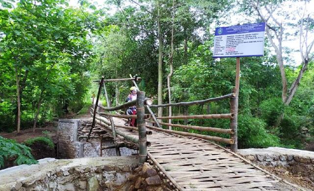 Heboh Proyek Jembatan Bambu Dengan Nilai Hampir Rp 200 Juta, Ini Kata Bu Kades