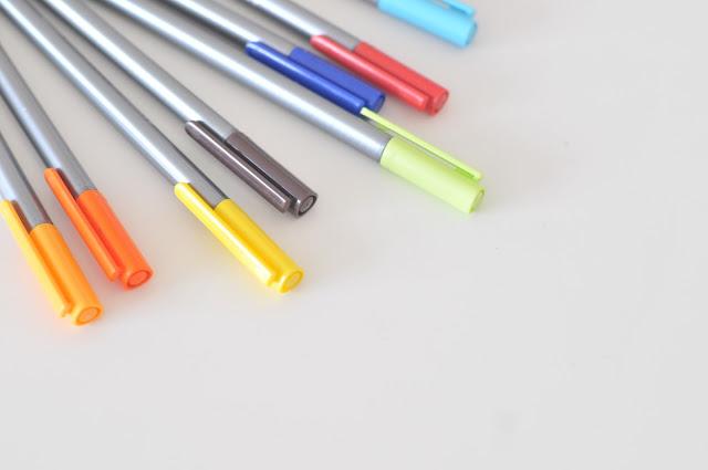 http://www.bricolaure.fr/p/peinture-textile.html