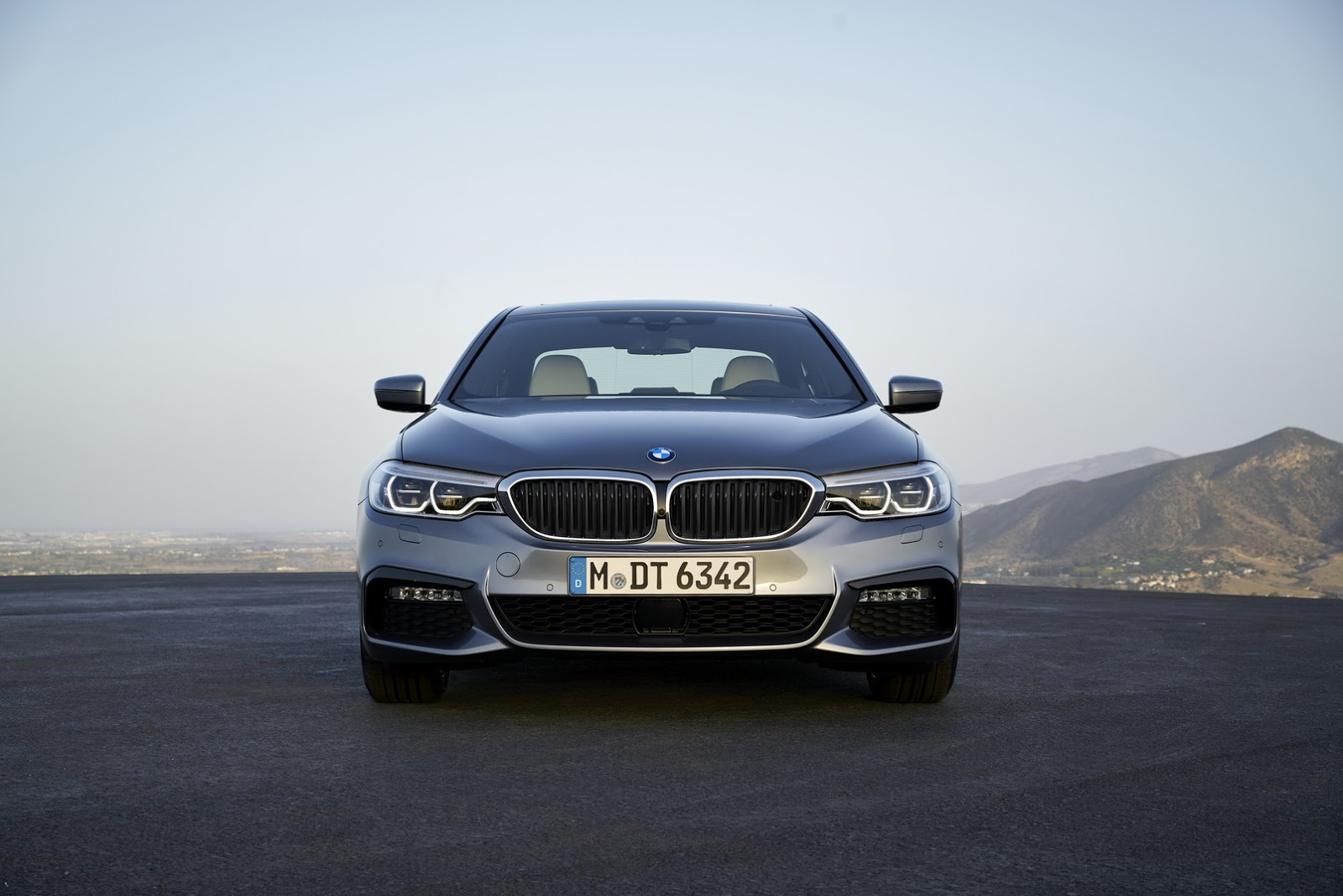2017-BMW-5-Series-34.jpg