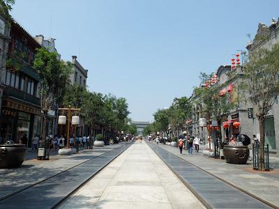前門駅のショッピング街