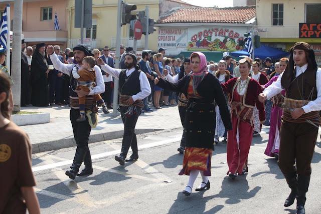 Με τον αετό του Πόντου στη σημαία, παρέλασαν οι Πόντιοι στην Ξάνθη
