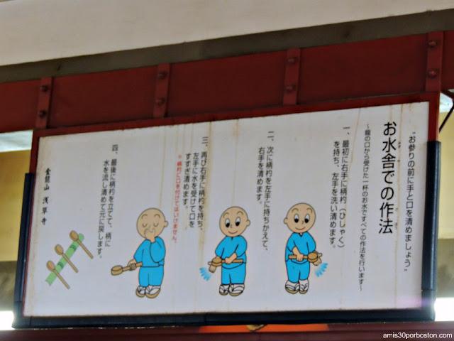 Instrucciones en el Omizu-Ya del Templo Sensoji