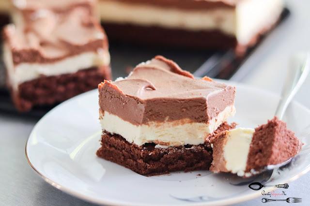 ciasta i desery, ciasto na biszkopcie, ciasto na imprezę, ciasto na święta, ciasto z kremem, ciemny biszkopt czekoladowy biszkopt, masa czekoladowa, masa z mascarpone, masa z mlekiem w proszku,