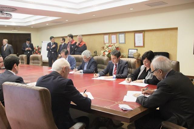 Petronor, contratistas, los tres Ayuntamientos y el Centro Somorrostro firman un acuerdo para mejorar la empleabilidad