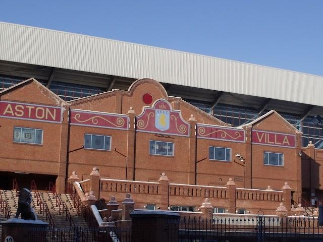 Adversário do Chelsea, o Aston Villa é um dos 'pais' do futebol