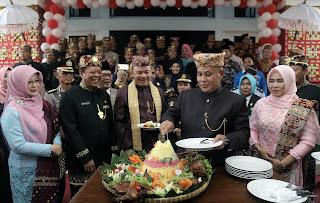 Peringati HUT Lamsel Ke-62, DPRD Gelar Rapat Paripurna dan Potong Tumpeng