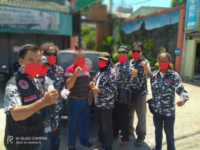 Lawan Penyebaran Corona, DPN SAPU JAGAD Bagikan Ribuan Masker dan Hand Sanitizer Gratis >> https://www.onlinepantura.com/2020/04/lawan-penyebaran-corona-dpn-sapu-jagad.html