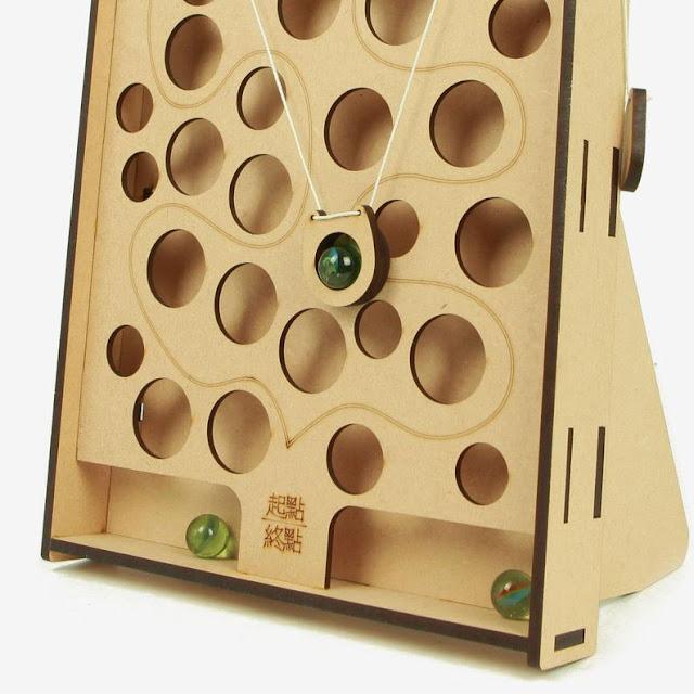 Игра Wall Ball,Мышка и сыр,: Развивает:  Координацию.  Логику  Мышление  Смекалку Требуется настойчивость.   Необходимо довести шарик до самого верха, управляя веревочками с лева и с права. Если вы уроните шарик круглое отверстие, то нужно начинать заново. После ознакомления с игрой, вы можете записать время, чтобы увидеть, кто потратил меньше времени! А еще можно играть на очки!