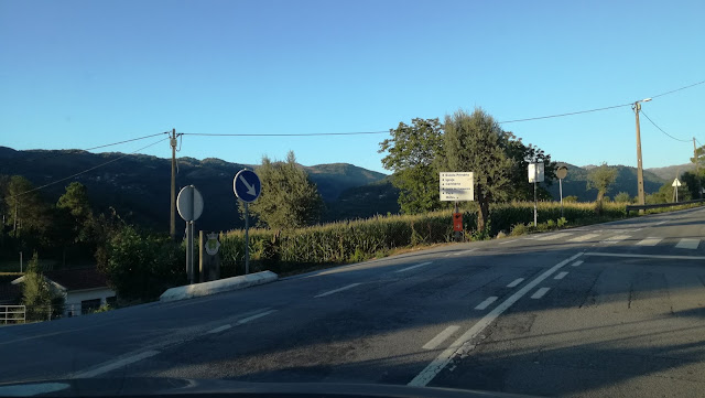 Virar á esquerda em direção a localidade de Vilar