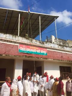 सपा जिलाध्यक्ष लाल बहादुर यादव ने पार्टी कार्यालय पर फहराया तिरंगा | #NayaSaveraNetwork