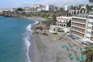 Playas de la Caletilla y el salón (al fondo).