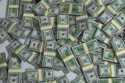 Semangat Kerja mencari uang untuk menutup hutang