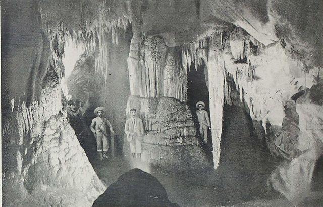 Krone, numa caverna em Iporanga