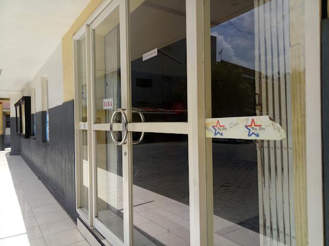 Pintu depan bioskop new star cineplex jember