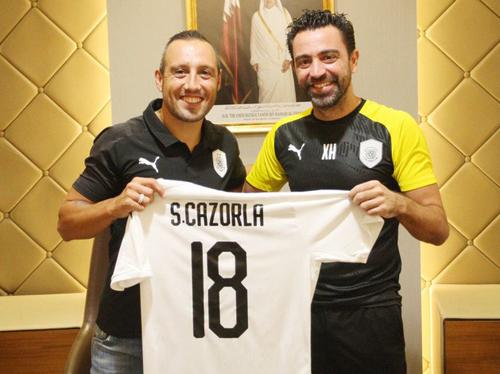 Cazorla tươi rói cùng Xavi ra mắt CLB mới