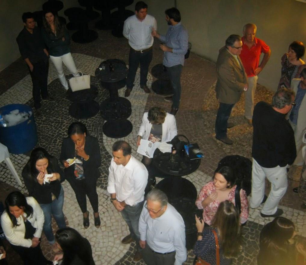 O quintal da sede do CAU em Campinas ficou repleto de arquitetos na noite de sua inauguração.