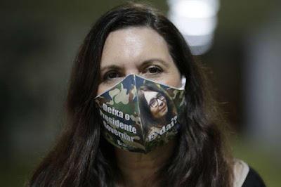 Bolsonaro visita Bia Kicis após destituí-la da vice-liderança: Morde e assopra