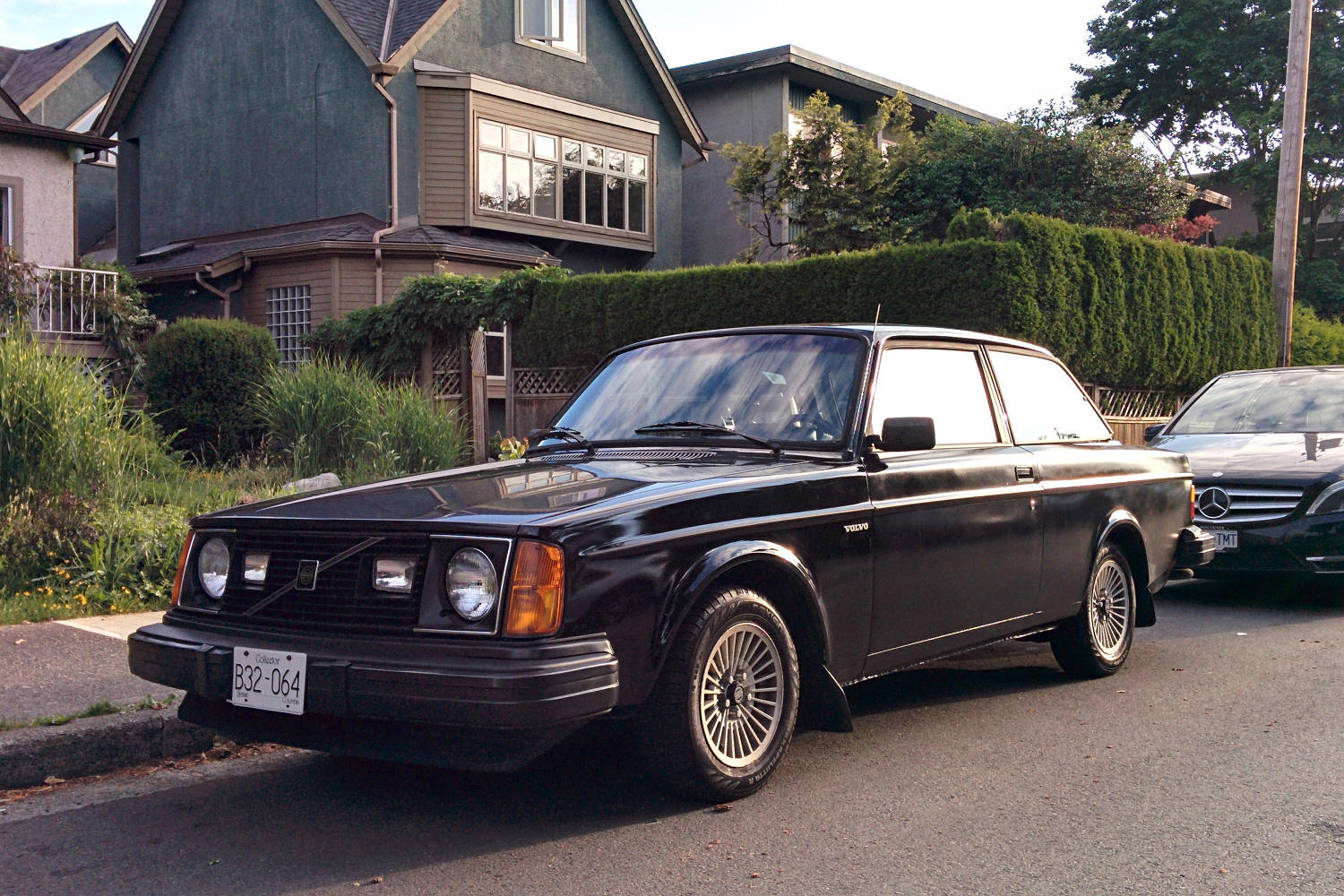 Old Parked Cars Vancouver: 1980 Volvo 242 GT