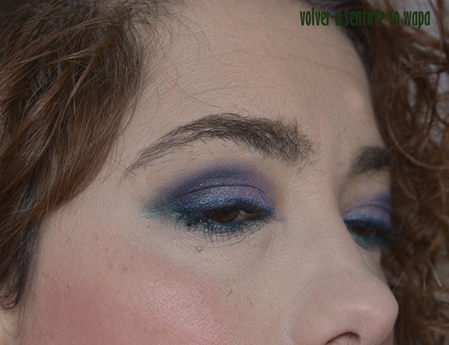 Maquillaje degradado en azul y morado