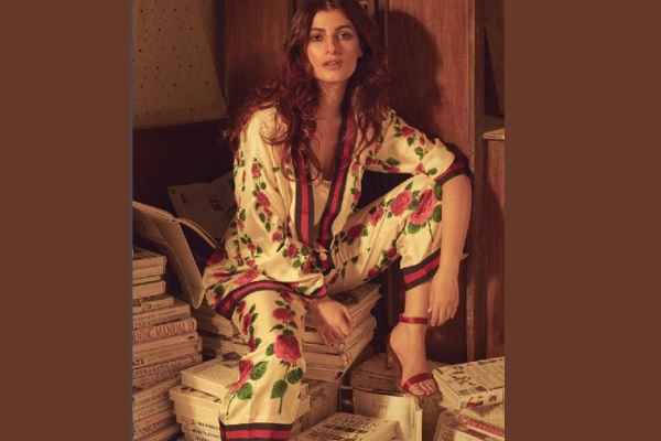 twinkle-khanna-critisied-for-photo-put-sandal-on-books-in-hindi