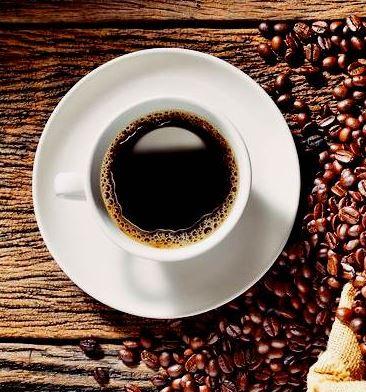 Aktivitas meminum kopi mungkin sudah biasa dilakukan hampir diseluruh dunia. Di setiap negara mungkin memiliki cara tersendiri untuk menikmati secangkir kopi. Di Indonesia sendiri, aktivitas minum kopi biasa di lakukan di pagi hari sebelum berativitas. Ada banyak sekali jenis kopi yang ada di dunia ini, mungkin tidak dapat dijelaskan satu persatu. Kopi dinikmati sendiri akan terasa enak, namun lebih nikmat lagi jika meminum kopi bersama teman ataupun kawan sembari mengobrol santai tentang bisnis. Aktivitas minum kopi sebenarnya ada nilai plus dan minusnya. Berikut ini ada beberapa penjelasan tentang kandungan yang ada didalam kopi.   Kopi Kandungan Zat Yang Terdapat Pada Kopi  Mengandung Kafein kandungan kopi yang pertama adalah mengandung kafein. Kafein ialah senyawa alkeloid, namun kafein akan tetap aman jika dikonsumsi tidak berlebihan. Karena jika mengonsumsi kafein yang berlebihan maka akan berakibat ketergantungan dan dapat menyebabkan kanker juga gangguan tidur.  Mengandung Ethyphenol Mungkin banyak orang yang belum mengetahui mengenai zat ini. Zat ethyphenol merupakan aroma yang keluar dari minuman kopi. Zat ini mirip dengan Tar dan juga mengandung pheremone.  Mengandung Quinic Acid Quinic Acid adalah zat yang membuat rasa asam pada kopi. Rasa asam pada kopi memang berbeda beda tergantung dari takaran zat ini. Pada ilmu kedokteran zat ini biasa digunakan untuk campuran obat flu.  Mengandung Dicaffeoylquinic Acid Dicaffeoylquinic Acid adalah merupakan zat yang berfungsi untuk menangkal radikal bebas. Dibanding tanaman lain, kopi memang memiliki oksidan yang tidak cukup banyak. Namun aktivitas minum kopi sudah dilakukan dan populer diseluruh dunia.  Mengandung Acetylmethylcarbinol Acetylmethylcarbinol adalah zat yang berfungsi untuk membuat rasa gurih kopi saat dilidah. Zat Acetylmethylcarbinol juga banyak digunakan pada mentega.  Mengandung Putrescin Zat Putrescin adalah zat yang dihasilkan oleh bakltero E Coli. E Coli adalah bakteri pembusuk. Putrescin merup