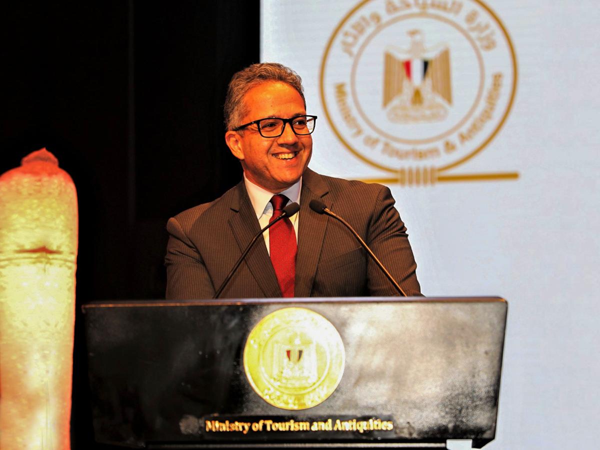 وزير السياحة والآثار المصري يستعرض مبادرات السلامة لتعزيز القطاع السياحي خلال سوق السفر العربي 2021