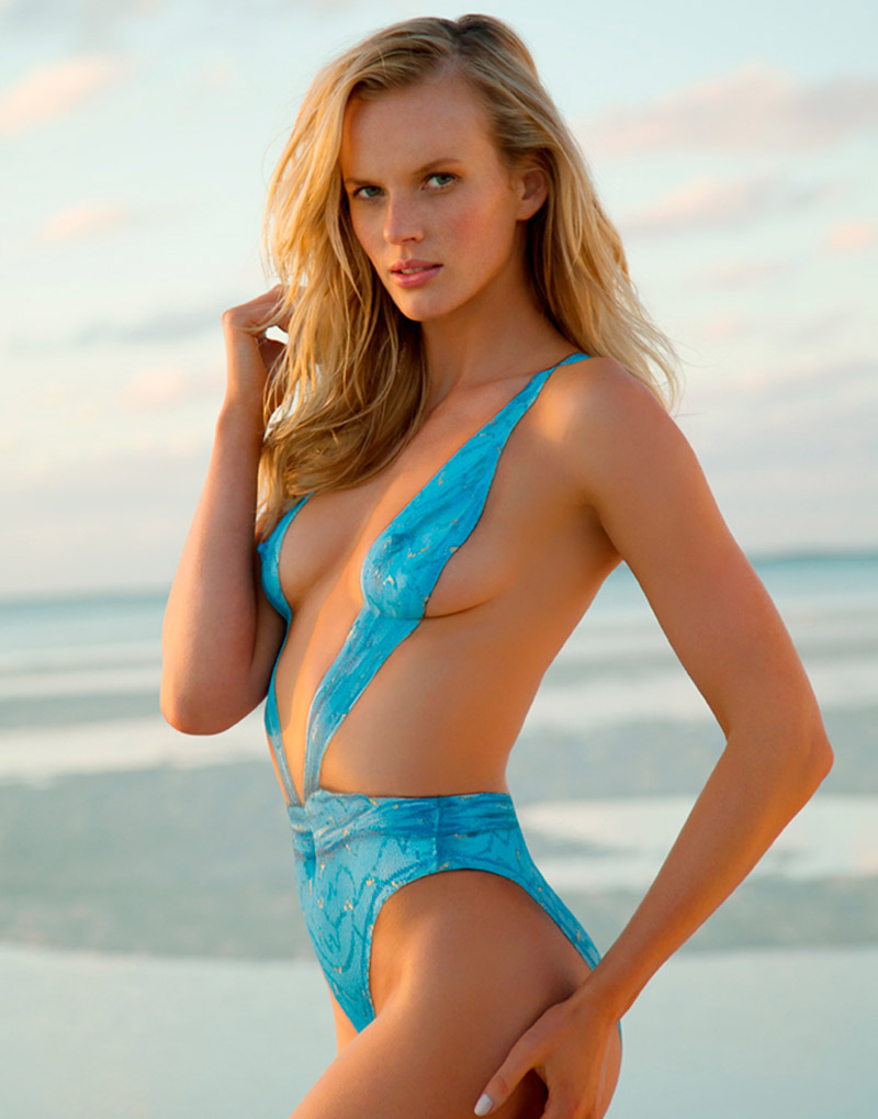 2013 Sports Illustrated Bathing Suit Models In Nothing But Body Paint If It S Hip It S Here